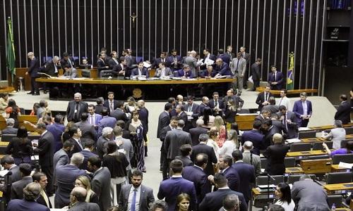 Câmara aprova projeto que altera as regras para partidos políticos e para eleições.