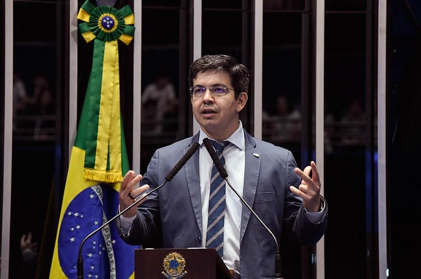 O senador Randolfe ex-lavajatista cobra demissão de Moro