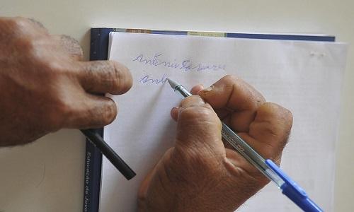 Chance de acabar com analfabetismo no Brasil até 2024 é zero