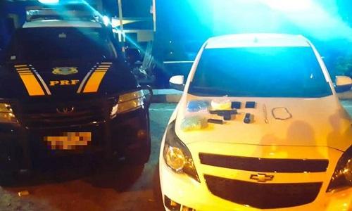 Homem é preso com arma, drogas e carro roubado