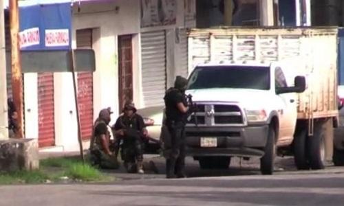 Cenário de guerra no México após prisão de filho de El Chapo.