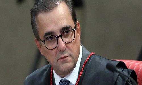Advogado da família Bolsonaro se torna réu por bater na ex-mulher