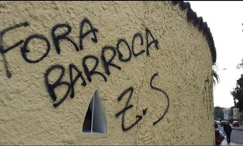 Muros da sede do Botafogo são pichados.