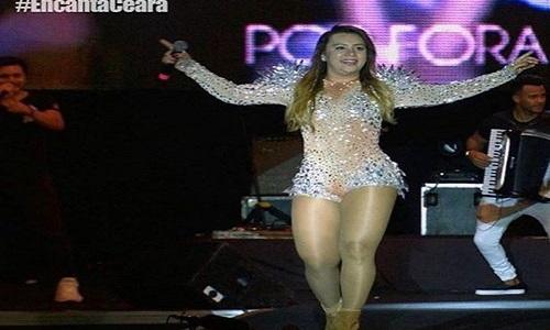 Internautas pedem que Marcia Felipe tenha show cancelado.