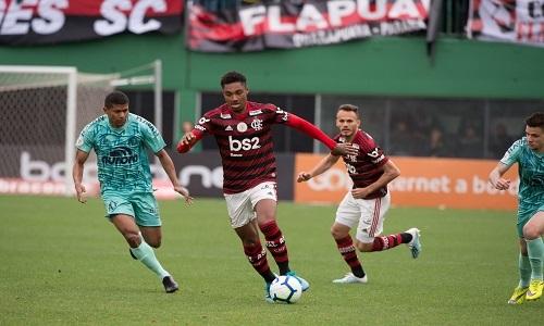 """Vitinho tem """"vai ou racha"""" no Flamengo"""
