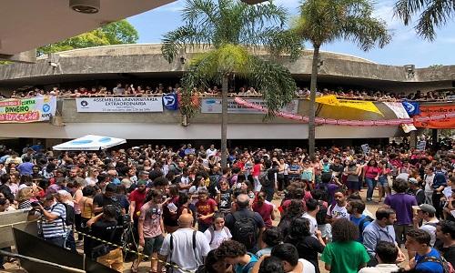 Unicamp realiza 1ª assembleia  para votar moção em defesa da educação