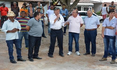 Prefeito dá ordem de serviço para a requalificação do Campo da Baixada.