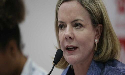 Gleisi desmente fake news e diz que Bolsonaro quer reprimir protestos