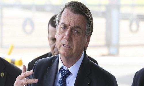 Bolsonaro nega demissões no governo e ataca a imprensa.