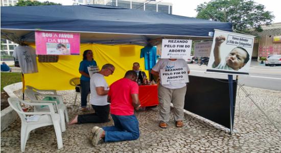 Grupo religioso contra o aborto constrange, oprime e vira caso de polícia