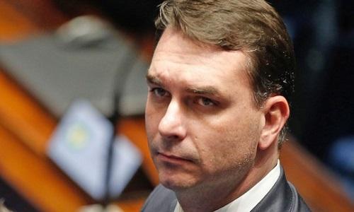 STF adia plano de Flávio Bolsonaro de arquivar caso Queiroz em 2019