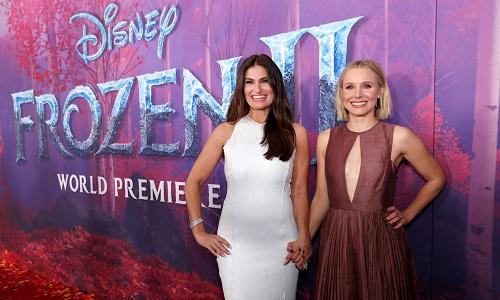 'Frozen 2': Kristen Bell e Idina Menzel participam de première em Los Angeles