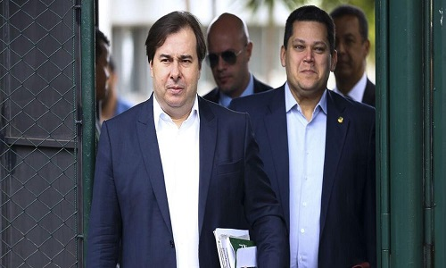 Maia e Alcolumbre combinam estratégia para lidar com crises do clã Bolsonaro