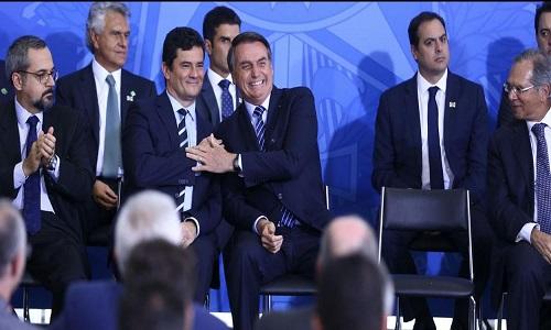 """Bolsonaro cogita Moro como vice em 2022 e vê chapa como """"imbatível""""."""