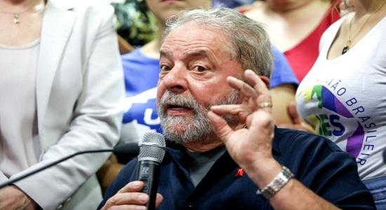 """""""O lado podre do Estado brasileiro fez isso comigo"""", diz Lula ao sair da prisão"""
