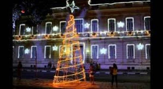Com iluminação natalina rasa e decadente prefeitura vai gastar quase  R$ 1,5 milhão