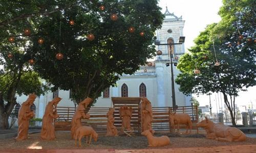 Natal Encantado: Estrutura para o núcleo praça Padre Ovídio, está sendo finalizada.