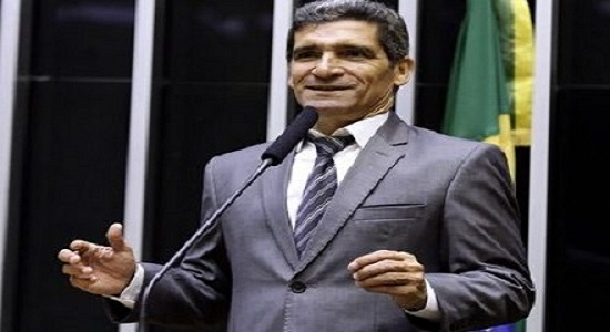 Deputado baiano confecciona 50 toneladas de jornal com R$ 105 mil de verba público
