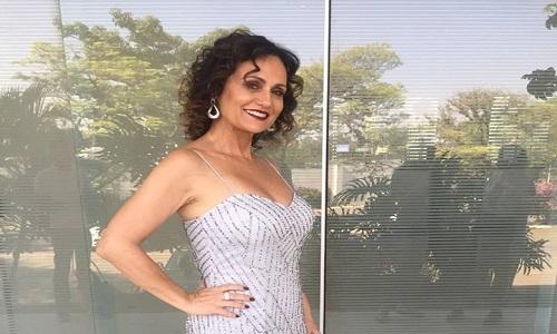 Apresentadora Faa Morena posa para a filha em ensaio sensual