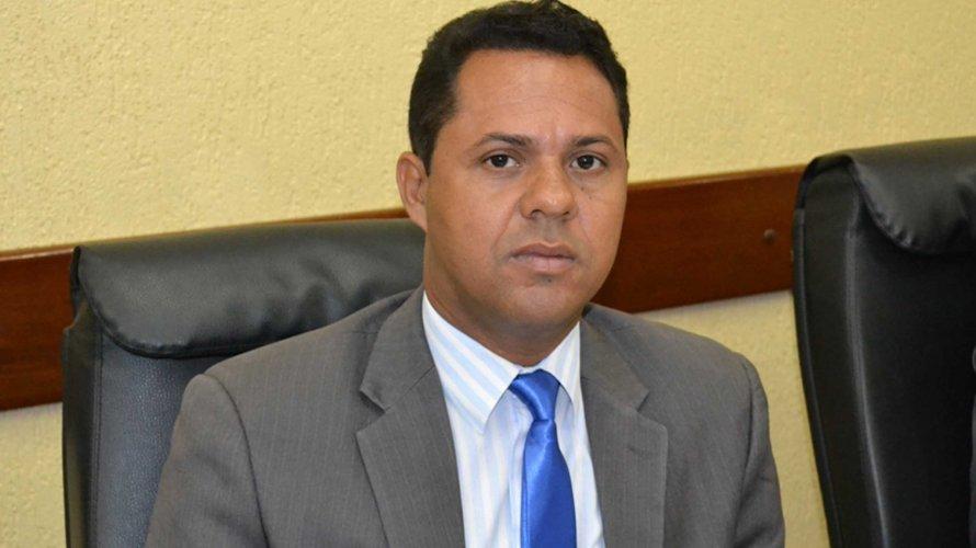 Ex-vereador feirense com bens bloqueados é nomeado pelo prefeito Colbert Martins a cargo na Prefeitura