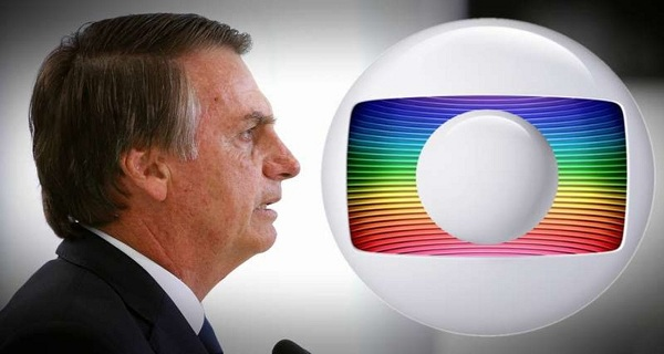 """Bolsonaro acusa Globo de incriminar """"Carluxo"""""""