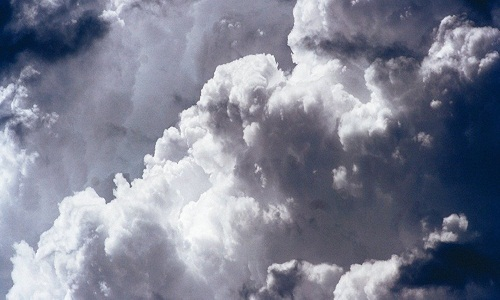 NASA posta FOTO de nuvens em forma de bolhas no céu de Nebraska