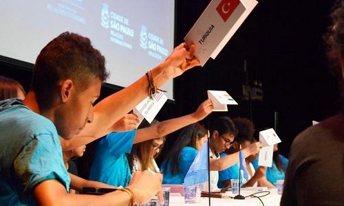 Os alunos da periferia que aprendem a 'pensar como a ONU'