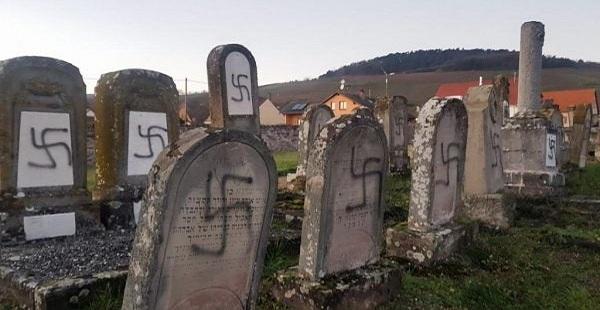 Cemitério judeu é profanado com mais de 100 suásticas nazistas na França