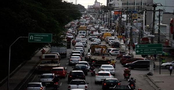 Colapso no trânsito feirense se agrava com falta de energia/por Carlos Lima