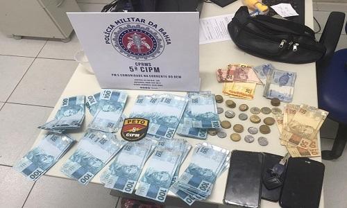 Turistas são detidos com R$ 9 mil em notas falsas na Ilha de Itaparica.