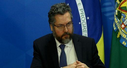 """Vergonha internacional, Ernesto Araujo diz que Brasil e Índia vão combater """"globalismo"""""""