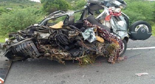 Colisão frontal de veículos na BR-116 deixa três mortos e um ferido