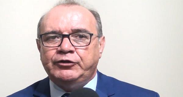 Presidente do legislativo feirense é refratário e faz gestão nada transparente/por Carlos Lima