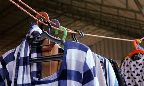 Microplásticos que saem das roupas na lavagem estão em todos os lugares