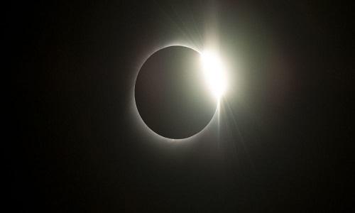 NASA compartilha FOTO espetacular de eclipse solar com 'anel de fogo'