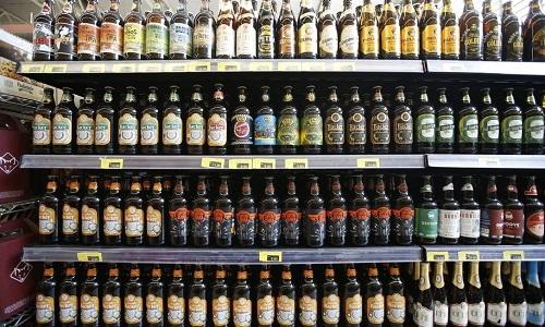 Vigilância Sanitária recolhe cervejas de lote investigado em Minas