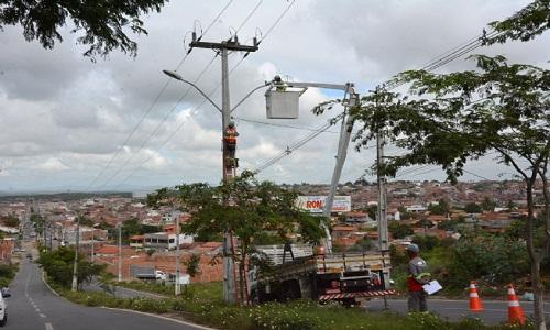 Moradores do bairro Gabriela comemoram iluminação a LED da Avenida Ipanema