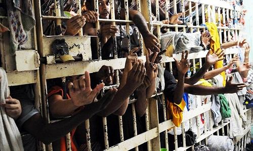 Brasil tem 710 mil presos em cadeias que comportam 423 mil