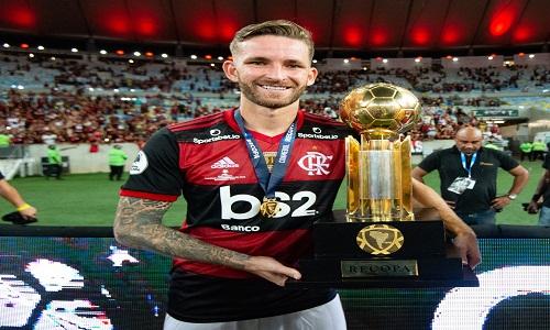 Léo Pereira já tem marca de guerra e levou trote no Flamengo