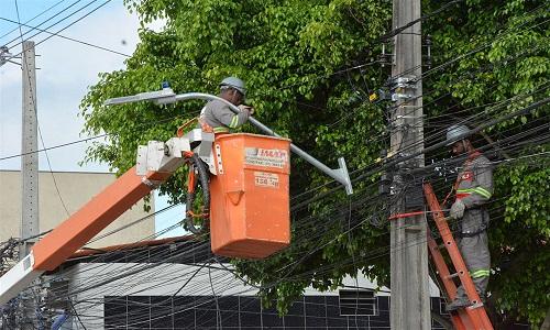 Prefeitura faz mudança na iluminação publica e Rua L no bairro Feira X recebe lâmpadas de Led
