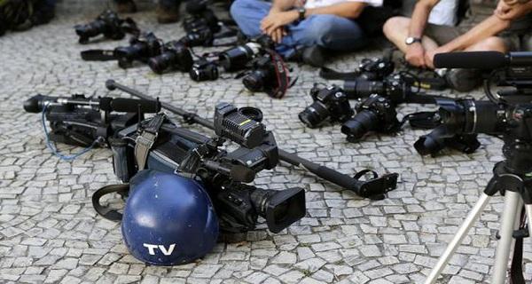 No governo Bolsonaro, jornalistas são humilhados, presos e assassinados