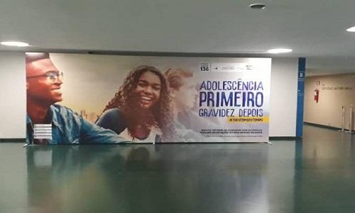 Bolsonaro elogia Damares e sua campanha de abstinência sexual