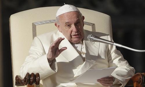 Papa critica 'teoria de gênero' em livro-entrevista