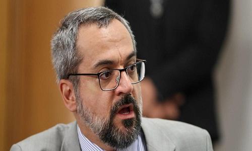 Ministro não responde de forma convincente a questionamento sobre o Enem