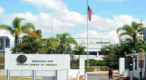 Efeito Bolsonaro: EUA pede que americanos deixem Brasil