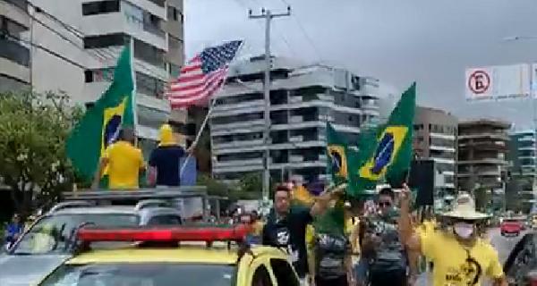 Bolsonaristas alagoanos ignoram vírus e, nas ruas, defendem golpe de Estado