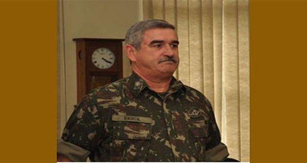General diz que foi exonerado por resistir à nomeação do padrinho de Flávio Bolsonaro