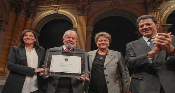 Jornal Nacional, Globo, Folha e Estadão sonegam notícia do título entregue a Lula em Paris.