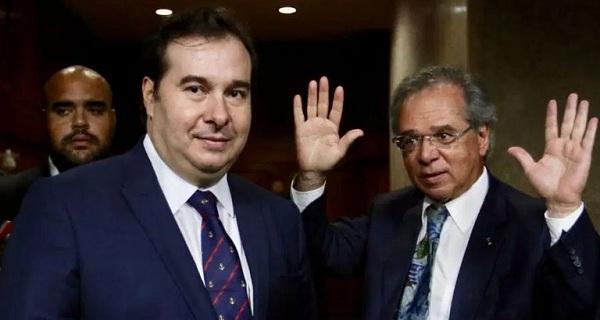 Paulo Guedes é medíocre e não tem saídas para a crise diz Rodrigo Maia